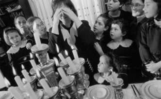 Hasidic Family 2001: 236D-069-011Brooklyn, New York, USA 2001